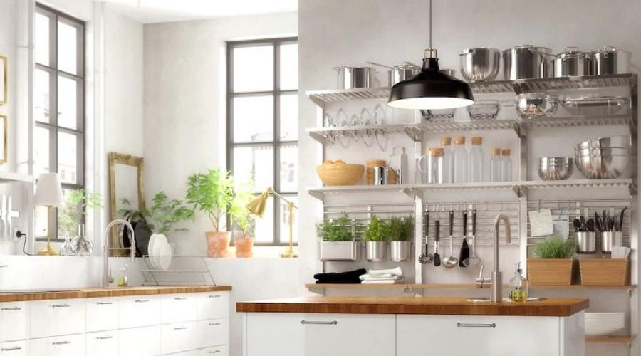 Une cuisine sans meuble haut, une tendance à adopter ?